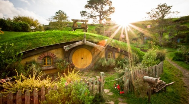 Hobbit-House-New-Zealand-672x372