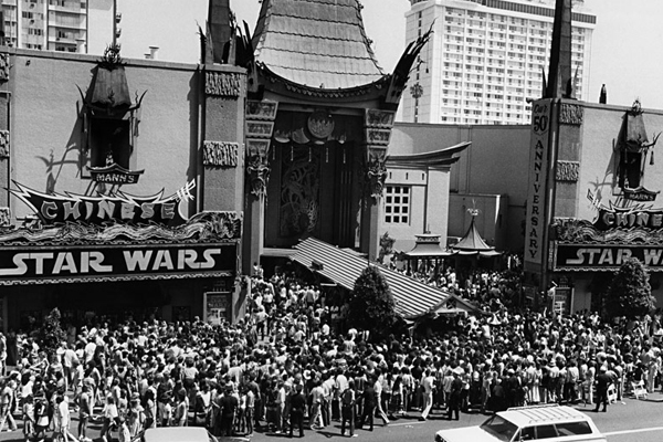 queues-at-starwars-in-1977